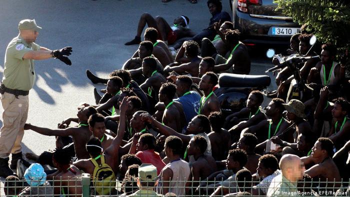 Marokko Migranten in der spnaischen Enklave Ceuta (Imago/Agencia EFE/Reduan)