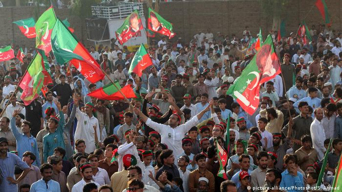 Pakistan Charsadda PTI Wahlkampf (picture-alliance/Photoshot/S. Ahmad)