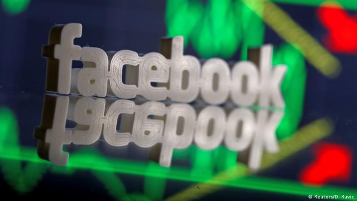 USA Facebook-Aktie droht nach trübem Ausblick Rekord-Tagesverlust (Reuters/D. Ruvic)