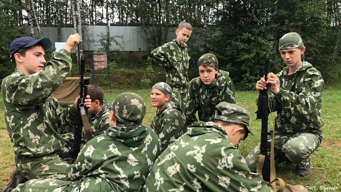 Tabara militara pentru tineri rusi (DW/E. Sherwin)