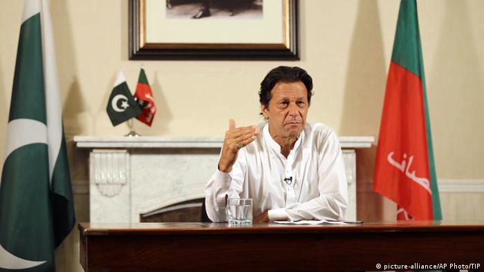 Pakistan Islamabad PK Wahlsieg Politiker Imran Khan (picture-alliance/AP Photo/TIP)