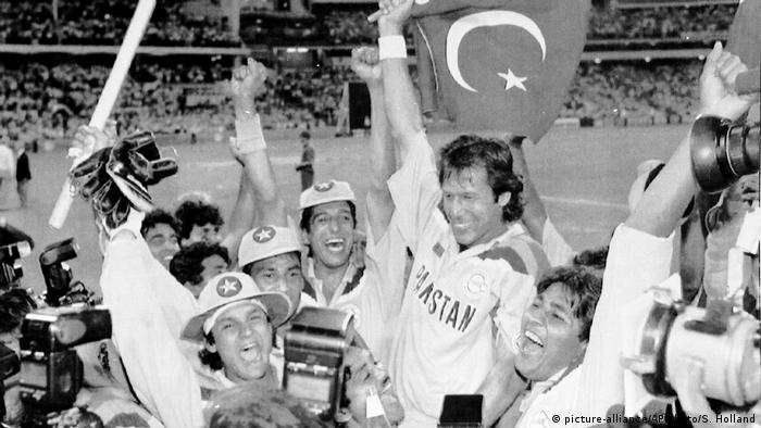 Pakistan Cricket Kapitän Imran Khan (picture-alliance/AP Photo/S. Holland)