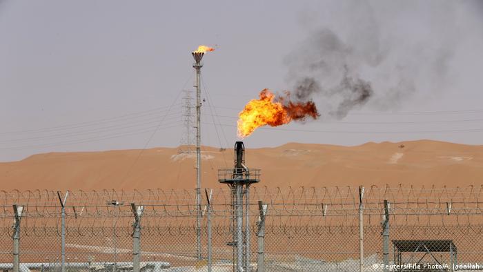 El ministro de Energía saudí, Jaled al Faleh, aseguró que la Organización de Países Exportadores de Petróleo (OPEP) y sus aliados han acordado reducir el suministro de petróleo en 2019 en aproximadamente un millón de barriles al día para equilibrar el mercado. (12.11.2018).