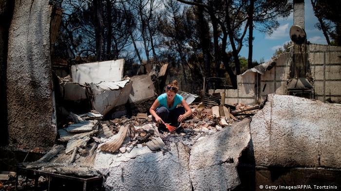 Griechenland | Brände um Athen (Getty Images/AFP/A. Tzortzinis )