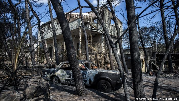 A burned out car from the Greek wildfire (Getty Images/AFP/A. Tzortzinis )