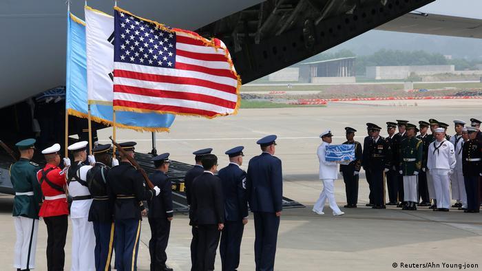 Südkorea Osan Air Base in Pyeongtaek | Überführung sterbliche Überreste von US-Soldaten aus Koreakrieg