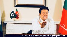 ISLAMABAD, PAKISTAN - JULY 26: Newly elected Pakistani Prime Minister and leader of Pakistan Movement for Justice Imran Khan addresses to the nation after the general elections results are announced in Islamabad, Pakistan on July 26, 2018. Muhammad Reza / Anadolu Agency | Keine Weitergabe an Wiederverkäufer.