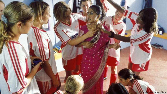 Film still from Bend It Like Beckham (picture-alliance/dpa)