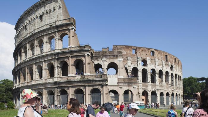 Italien, Rom, Colosseum (picture-alliance)