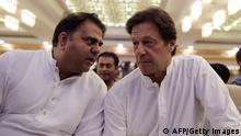 Pakistan Imran Khan und Tehreek-i-Insaf-Sprecher Fawad Chaudhry