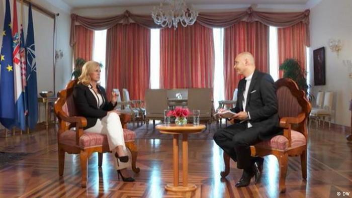 Kolinda Grabar-Kitarović tijekom intervjua s novinarom DW-a Srećko Matićem. Intervju je sniman u četvrtak (26.7.) u Uredu predsjednice Republike Hrvatske