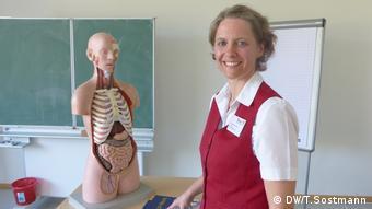 Η Κριστίνα Κέρνερ εκπαιδεύει νοσηλευτικό προσωπικό