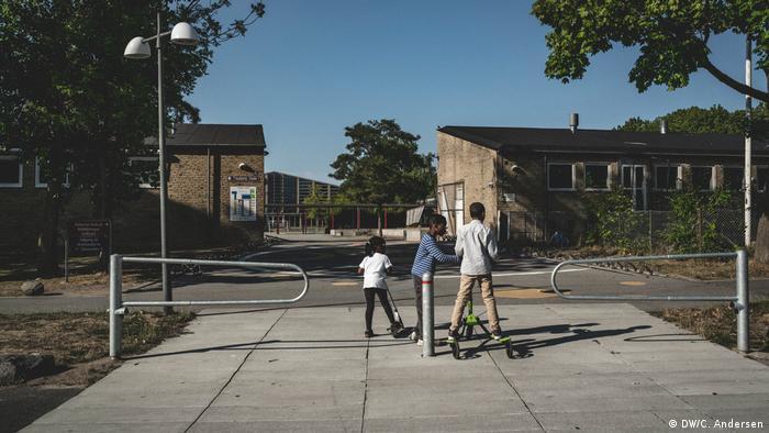 Children play in Tingbjerg, Denmark (DW/C. Andersen)