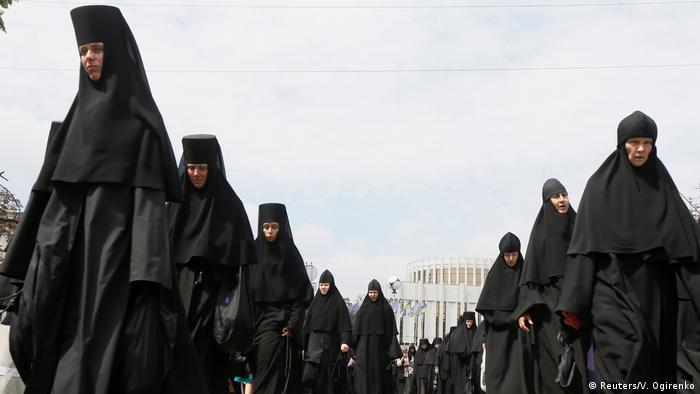 Монашки на Крестном ходе
