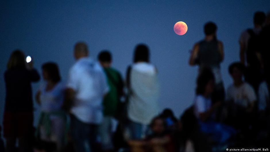 Total lunar eclipse: Super blood wolf moon wows stargazers | Science