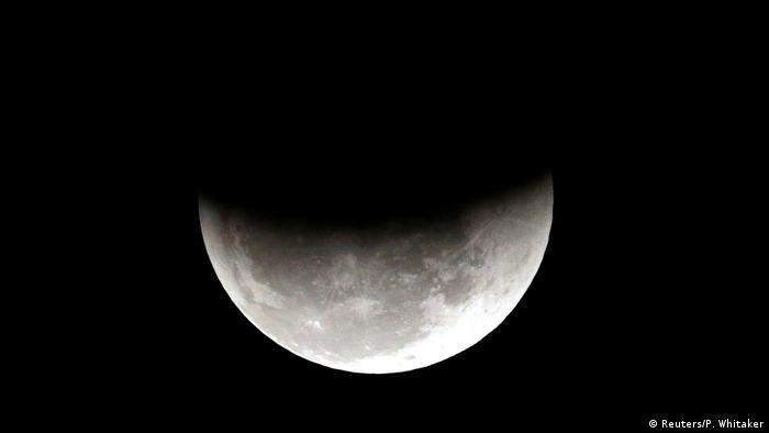 Лунное затмение в небе над Бразилией в июле 2018 года