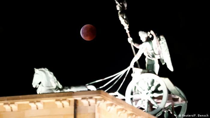 лунное затмение в Берлине