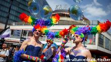 Deutschland - Parade zum Christopher Street Day in Berlin