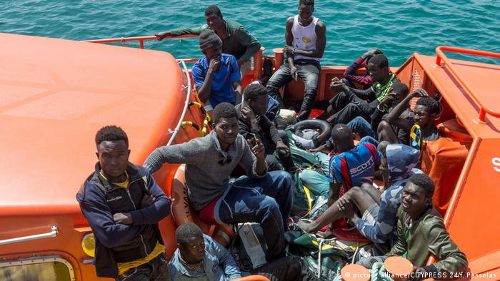 A boat of migrants arriving in Spain (picture alliance/CITYPRESS 24/f. Passolas)