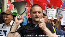 28.07.2018 5600030 28.07.2018 Sergei Udaltsov, leader of the Red Youth Avantguard movement and coordinator of the Left Front movement, during a rally against the Russian government's pension reform. Mikhail Voskresenskiy / Sputnik Foto: Mikhail Voskresenskiy/Sputnik/dpa |