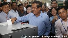 Kambodscha Wahl Premierminister Hun Sen (picture-alliance/AP Photo/H. Sinith)