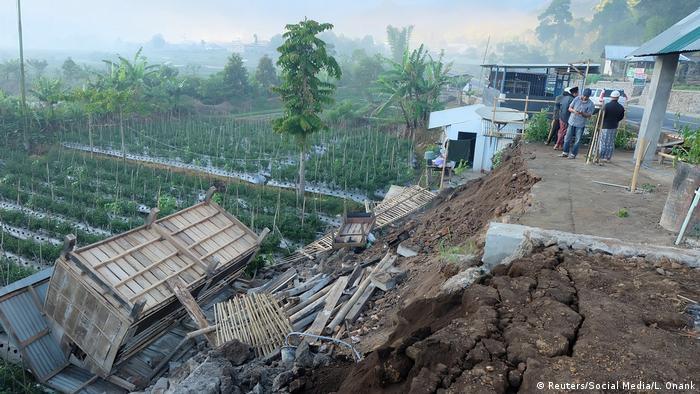 Indonesien Erdbeben auf Lombok (Reuters/Social Media/L. Onank)