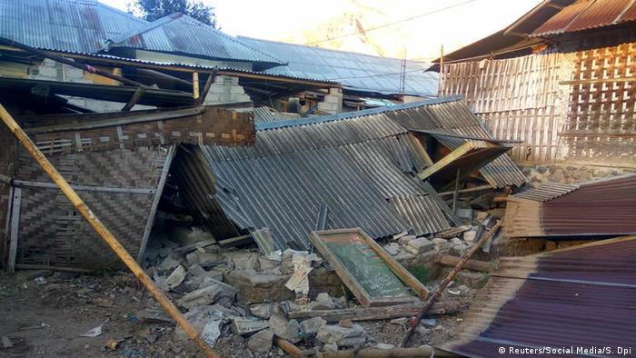 Indonesien Erdbeben auf Lombok (Reuters/Social Media/S. Dpi)