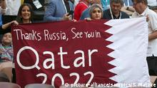 Fans mit Plakat Thanks Russia see you in Qatar