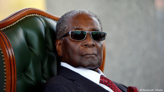 Simbabwes Ex-Präsident Robert Mugabe bei einer Pressekonferenz 2018