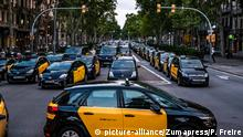 28.07.2018+++Barcelona, Spanien+++ July 28, 2018 - Barcelona, Catalonia, Spain - Taxis are seen parked in the center of Barcelona..Taxi drivers strike indefinitely and hundreds of taxis are parked along the Gran Vía de Barcelona. The taxi drivers plan to keep the strike until the Government of Spain approves next Friday a decree Law with the modifications claimed |