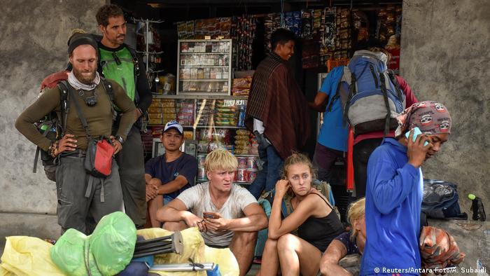 Indonesien Lombok Wanderer am Vulkan Rinjani (Reuters/Antara Foto/A. Subaidi)