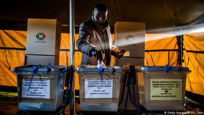 Simbabwe Präsidentenwahl (Getty Images/AFP/L. Tato)