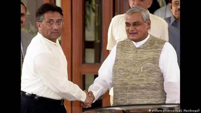 Kaschmir-Gipfel Pervez Musharraf Atal Behari Vajpayee (picture-alliance/dpa/J. Macdougall)