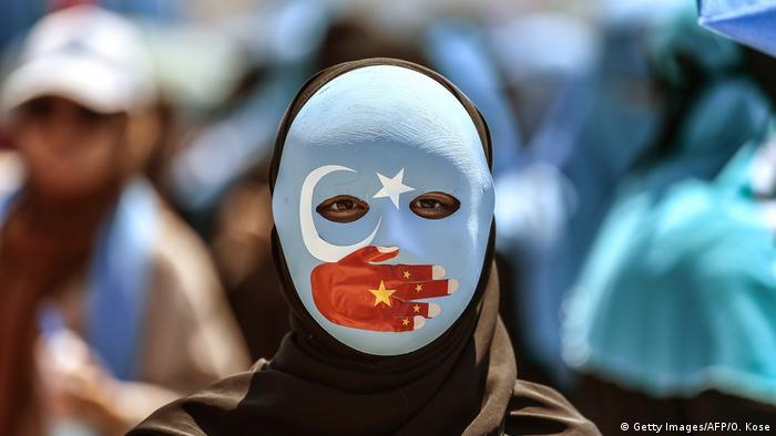 Türkei Protest vor der Botschaft Chinas in Istanbul | Solidarität mit Uiguren (Getty Images/AFP/O. Kose)