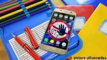 Symbolbild | Schüler mit Handys