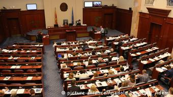 Парламент Македонии проголосовал за соглашение с Грецией о новом названии страны