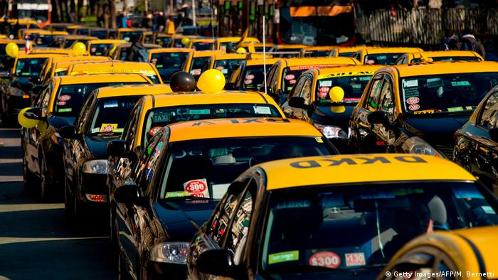 Chile | Protesten der Taxifahrer (Getty Images/AFP/M. Bernetti)