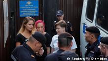 Russland Pussy Riot - Aktivisten wenige Sekunden nach Haftentlassung festgenommen