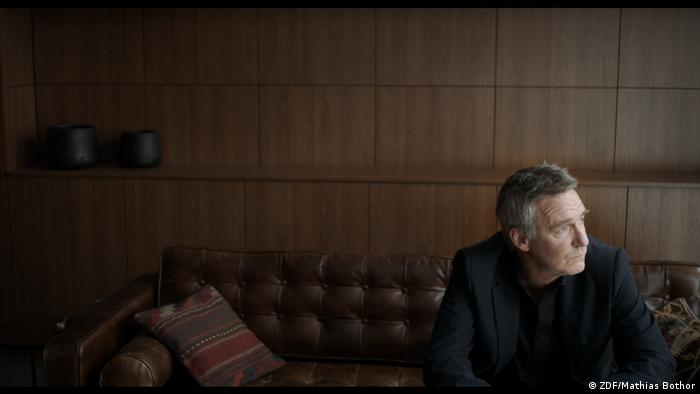 Film still from 'What doesn't kill us'. a man sitting on a couch (ZDF/Mathias Bothor)
