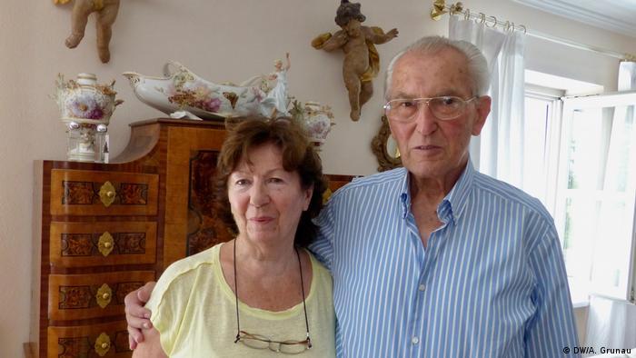 Der Auschwitz-Überlebende Hermann Mano Höllenreiner mit seiner Frau Else Höllenreiner.