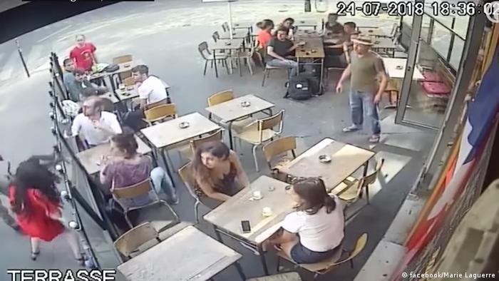 Cena do vídeo que mostra agressão contra a jovem Marie Laguerre