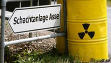 ARCHIV - Gelbe Faesser mit dem Radioaktivitaetszeichen stehen am 5. Juli 2008 neben einem Hinweisschild zur Schachtanlage Asse II in Remlingen bei Wolfenbuettel. In dem maroden Atommuelllager ist erneut radioaktive Salzlauge entdeckt worden. Die Ansammlung neuer Salzloesungen wurde bei Kontrollgaengen an zwei Stellen in 950 und 925 Meter Tiefe in dem ehemaligen Salzbergwerk gefunden, wie das Bundesamt fuer Strahlenschutz (BfS) am Mittwoch, 15. Juli 2009, mitteilte. (AP Photo/Joerg Sarbach) ** zu APD2246 ** -- FILE - Yellow storage jars are placed beside a destination board 'Mine Asse' by nuclear power opponents in Remlingen, Germany, on July 5, 2008. (AP Photo/Joerg Sarbach)