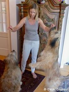 Carol Höllenreiner mit ihren Hunden