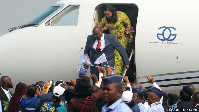 Supporters welcome Congolese opposition leader Jean-Pierre Bemba as he disembarks a plane in Kinshasa