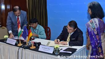 Indien Martin Ney und Summer Kumar unterschreiben Kooperationsabkommen