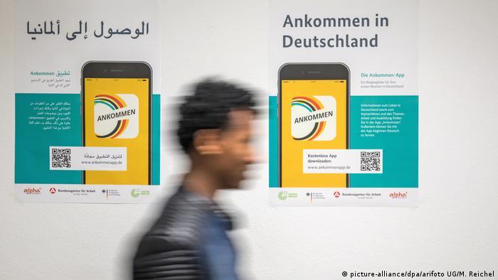 Deutschland Gespräch Asylsuchende mit Bundesmat für Migration und Flüchtlinge (picture-alliance/dpa/arifoto UG/M. Reichel)