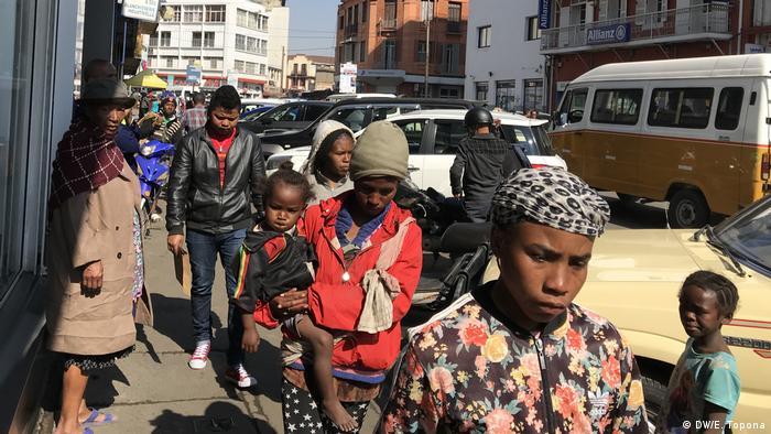 Madagaskar Antananarivo | Straßenszene (DW/E. Topona)