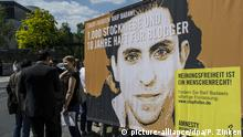 Deutschland, Berlin: Demonstration für Raif Badawi (picture-alliance/dpa/P. Zinken)