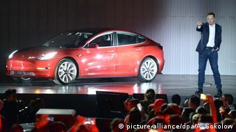 Илон Маск представляет Tesla Model 3