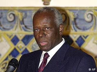 José Eduardo dos Santos, presidente de Angola - o governo angolano ajuda o projecto da GTZ, que reintegra militares desmobilizados como fiscais no Parque Naciional do Quissama